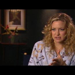 KATE HUDSON -Marley Corbett- über GAEL GARCIA BERNALS Rolle - OV-Interview Poster