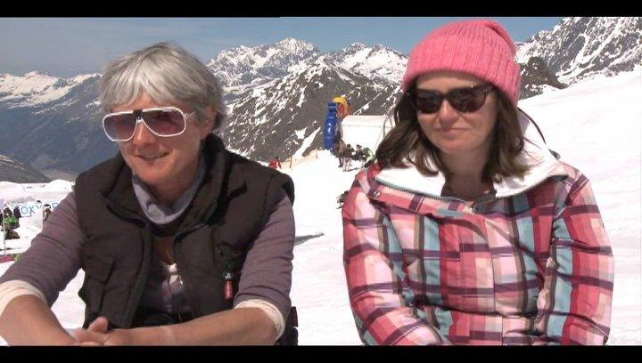 Pippa Cross und Harriet Rees (Produzenten) über die Zusammenarbeit mit einem internationalen Team - OV-Interview Poster
