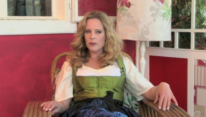 Diana Amft - Ottilie Giesecke - über ihre Reaktion auf die Rollenanfrage - Interview Poster