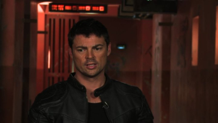 Karl Urban on 3d and Anthony Dod Mantle - OV-Interview Poster