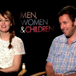 Adam Sandler und Rosemarie Dewitt - Don Truby und Helen Truby - über ihre Rollen - OV-Interview Poster