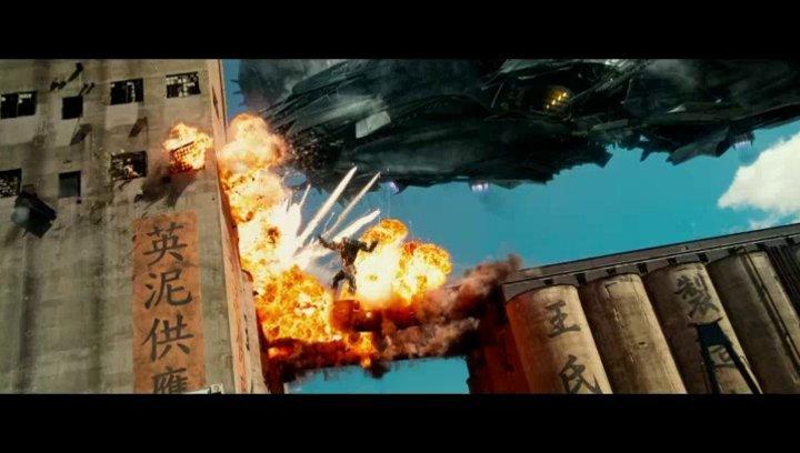 Transformers Meet Dragons - OV-Featurette Poster