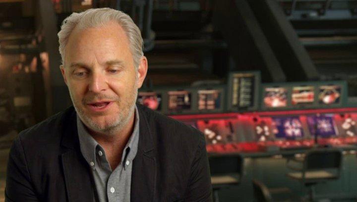 Francis Lawrence - Regisseur - über Julianne Moore als Präsidentin Coin - OV-Interview Poster