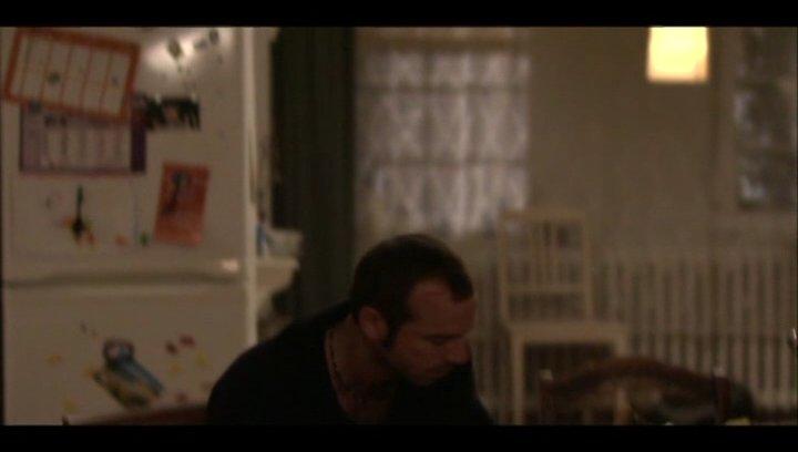 Roger gesteht Dinah, dass er sich behandeln lassen muss - Szene Poster