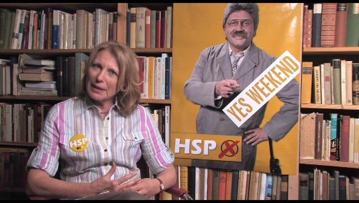 Kroymann spielt Schützenkönigin Renate Hammelböck - Interview Poster