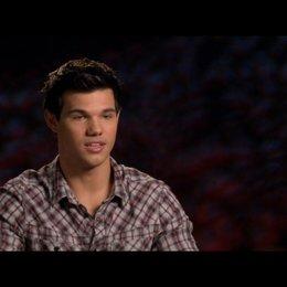 Taylor Lautner (Jacob Black) - über die Schwangerschaft von Bella - OV-Interview Poster
