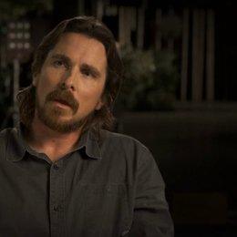 Christian Bale über John Turturro - OV-Interview Poster