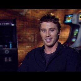 Garrett Hedlund - Sam Flynn über Jeff Bridges und die Geschichte von Tron - OV-Interview Poster