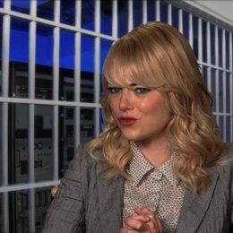 Emma Stone über die Bösewichte im Film - OV-Interview Poster