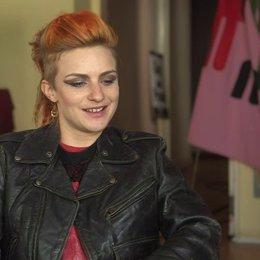 Faye Marsay - Steph - über ihre Rolle - OV-Interview Poster