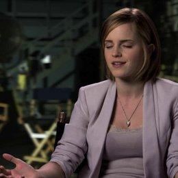 Emma Watson über die Mitarbeit an einer Komödie - OV-Interview Poster