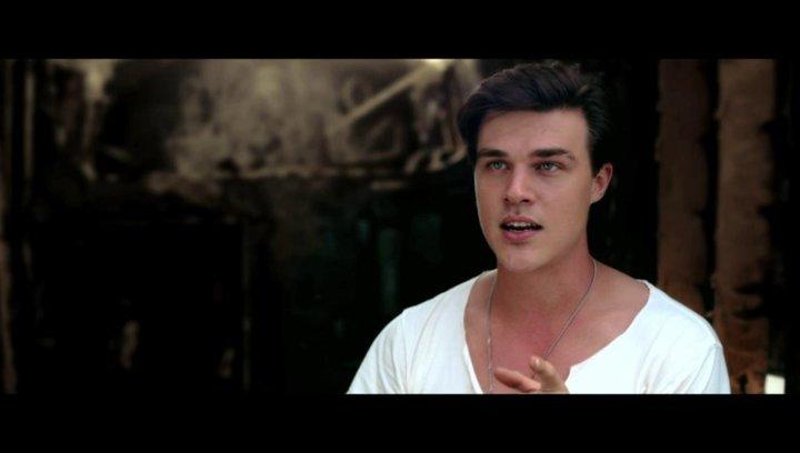 Finn Wittrock über die Fraün hinter dem Film - OV-Interview Poster