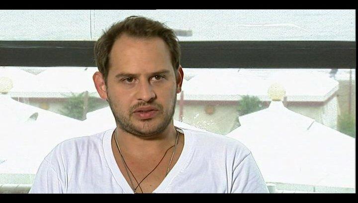 Moritz Bleibtreu über die wahre Geschichte - OV-Interview Poster
