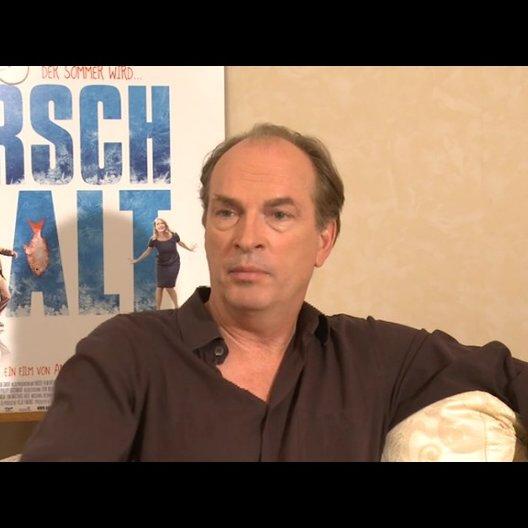 Herbert Knaup über die Entwicklung die Berg im Lauf des Films durchmacht - Interview Poster