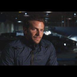 """Bradley Cooper - """"Faceman"""" über den Film - OV-Interview Poster"""