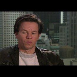 """Mark Wahlberg - """"Terry Hoitz"""" über die Arbeit mit Will Ferrell - OV-Interview Poster"""