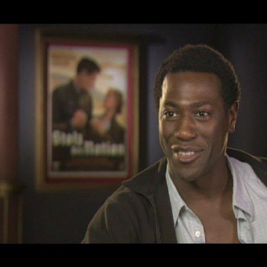 Jacky Ido über die Arbeit mit Quentin - OV-Interview Poster