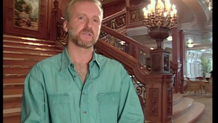 James Cameron (Regisseur) über die Titanic als Metapher - OV-Interview Poster