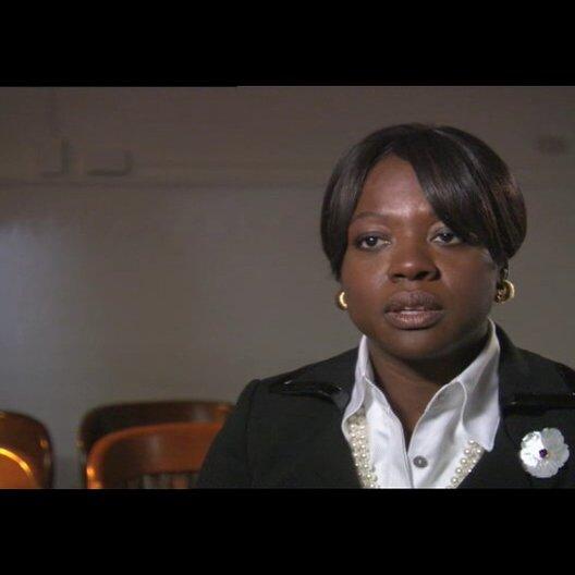 Viola Davis über die Sympathie des Publikums für Clyde - OV-Interview Poster