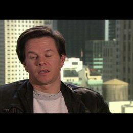 "Mark Wahlberg - ""Terry Hoitz"" über den Humor des Films - OV-Interview Poster"