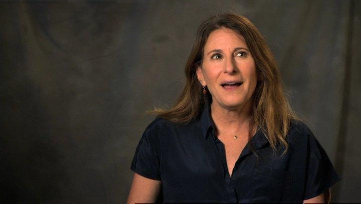 Nicole Holofcener - Autor & Regisseurin - über das Casting von Julia Louis-Dreyfus - OV-Interview Poster