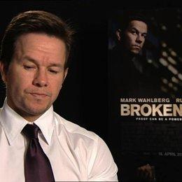 Mark Wahlberg über seine Arbeit als Produzent und Schauspieler zugleich - OV-Interview Poster