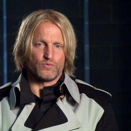 Woody Harrelson - Haymitch Abernathy - über Haymitchs Rolle als Mentor - OV-Interview Poster