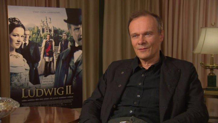Edgar Selge darüber, wie er sich seine Rolle erarbeitet hat - Interview Poster