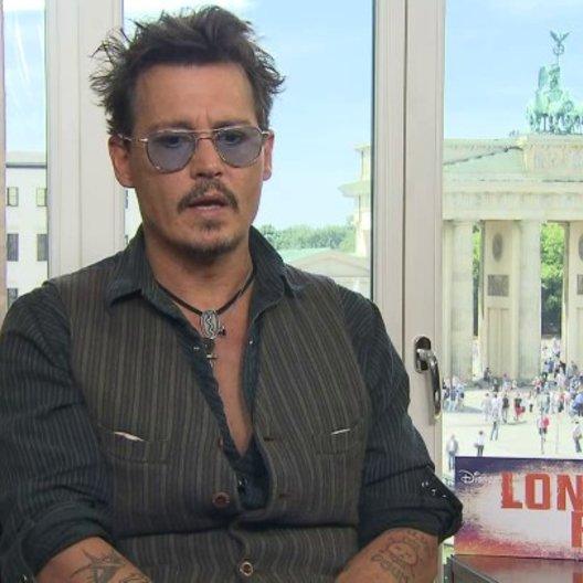 Johnny Depp - Tonto - über Vorbilder und prägende Personen - OV-Interview Poster