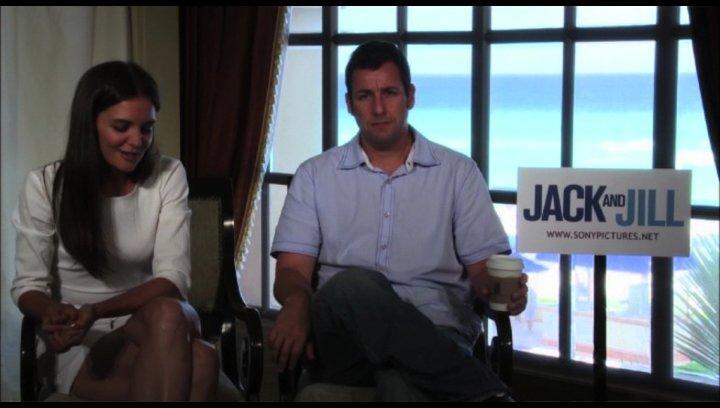 Katie Holmes über den Spaß, den sie dabei hatte, ihre Rolle zu spielen - OV-Interview Poster