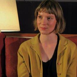 Mia Wasikowska über die echte Robyn Davidson - OV-Interview Poster