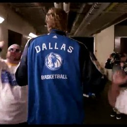 Dirk Nowitzki und die Dallas Mavericks - OV-Featurette Poster