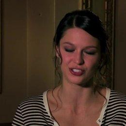 Melissa Benoist über die Beziehung zwischen Andrew und Nicole - OV-Interview Poster