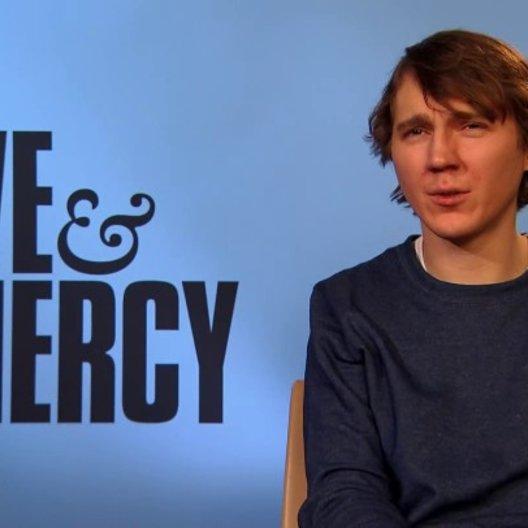 Paul Dano - Der junge Brian Wilson - über seinen Look im Film - OV-Interview Poster