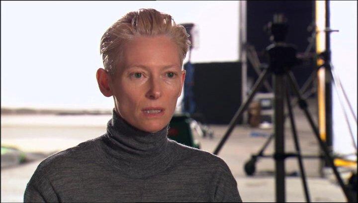 Tilda Swinton über ihre Rolle - OV-Interview Poster