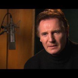 Liam Neeson über die Faszination der Magie auf die Zuschauer - OV-Interview Poster