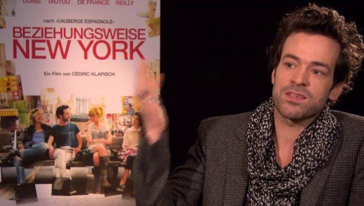 Romain Duris - Xavier Rousseau - darüber wie es war in New York zu drehen - OV-Interview Poster