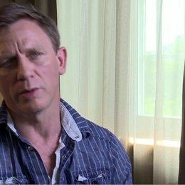Daniel Craig - Jake Lonergan - über die Beziehung zwischen Jake Lonergan und Woodrow Dolarhyde - OV-Interview Poster