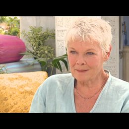 Judi Dench - Evelyn - über das Drehen in Indien - OV-Interview Poster