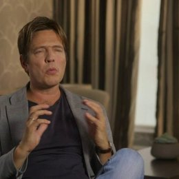 Thomas Vinterberg über Michael Sheen - OV-Interview Poster