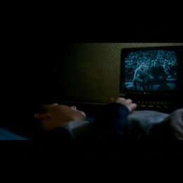 Matt sieht eine Erscheinung im Fernseher - Szene Poster