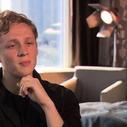 Matthias Schweighöfer über die Trennungsagentur - Interview Poster