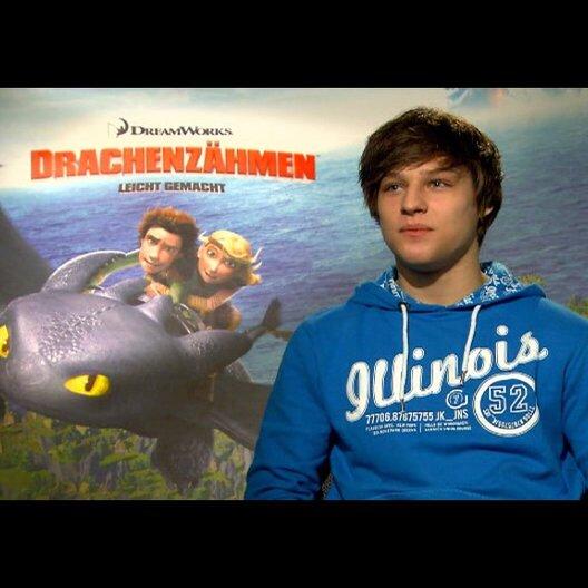 """DANIEL AXT - """"Hicks - der Hüne"""" (deutsche Stimme) über seine Rolle - Interview Poster"""