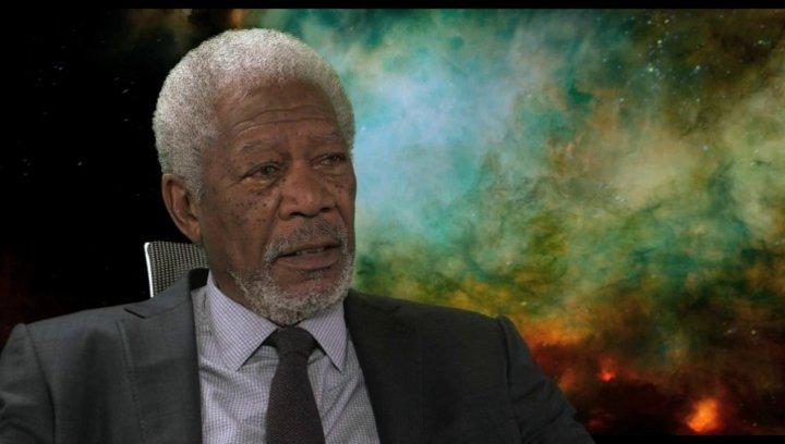 Morgan Freeman - Professor Norman - über die Möglichkeit, die Gehirnleistung zu vergrößern - OV-Interview Poster