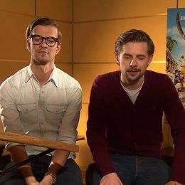 Joko & Klaas (Black Bellamy & Holzbein Hastings) Klaas über seine Rolle - Interview Poster