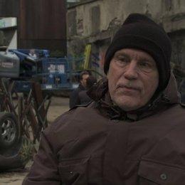 John Malkovich über seine Rolle - OV-Interview Poster