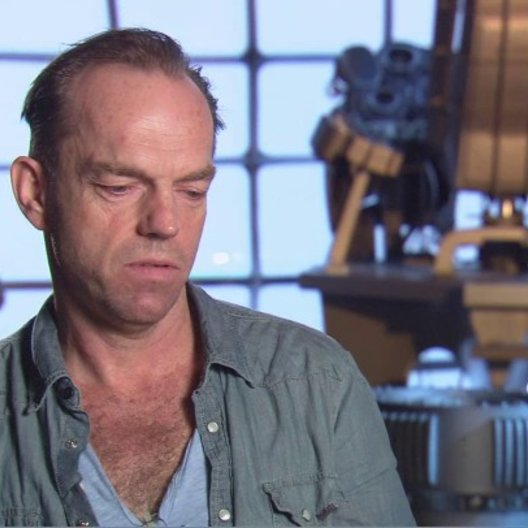 Hugo Weaving - Johann Schmidt - Red Skull - über Den Film - OV-Interview Poster