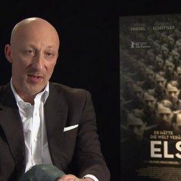 Oliver Hirschbiegel (Regie) darüber, warum ausgerechnet Elser so hellsichtig war, über Elser als Freiheitskämpfer oder Terrorist - Interview Poster