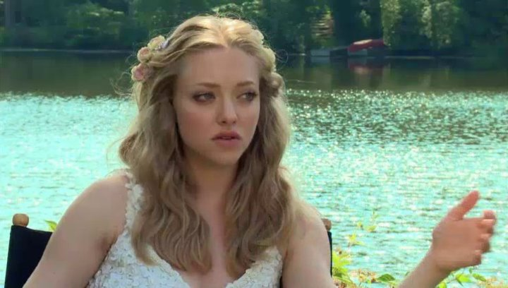Amanda Seyfried -Missy- über den Cast - OV-Interview Poster