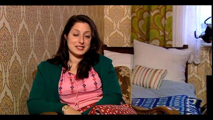 Demet Gül (Fatma - jung) über Fatma und Hüseyin - Interview Poster